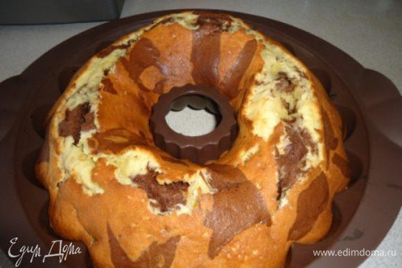 Ориентируйтесь на свою духовку. Кекс на поверхности немного трескается.
