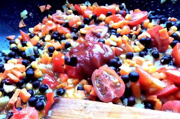 Томатную пасту или кетчуп...Разбавить водой парой стаканов.