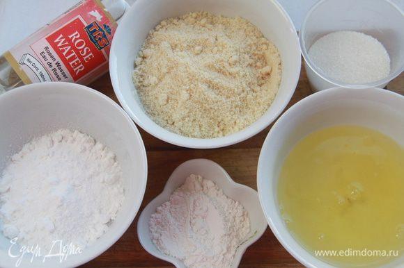 """Бисквит """"Дакуаз"""". Разогреть духовку до 180*С. Просеять миндальную муку, сахарную пудру и пшеничную муку. Приготовить остальные ингредиенты для бисквита."""