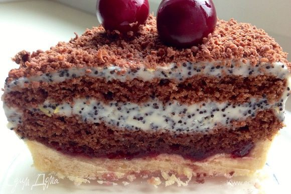 А вот и разрез!! Пирожное многослойное, нежное, сочетающее в себе разные вкусы и ароматы!! Нам очень понравилось!! Я решила приготовить его как-нибудь на праздник в виде торта!! Угощайтесь!!