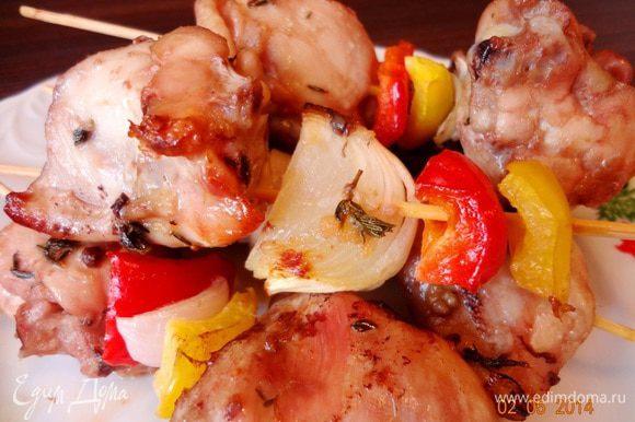 Настоятельно рекомендую попробовать куриные шашлычки с овощами по рецепту Елены http://www.edimdoma.ru/retsepty/66283-shashlyk-iz-kuritsy-s-ovoschami. Я брала кусочки с косточками, очень вкусно, сытно и довольно быстро! Кстати, совсем не тяжело для желудка относительно жаренного на костре мяса)