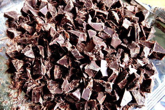 Шоколад измельчить.