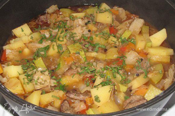В конце тушения добавить черный перец горошком и несколько порубленных листиков мяты.