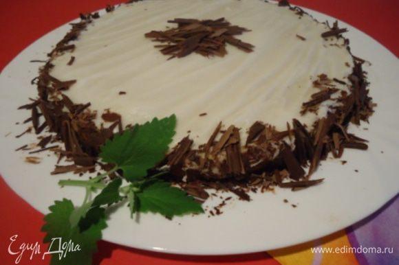 Готовый торт остудить и вынуть из формы. Украсить по вашему вкусу. Я покрыла помадкой из сахарной пудры.