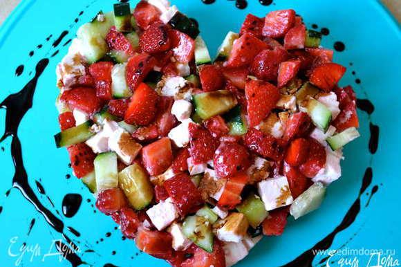 """И если кому-нибудь будет интересно, у меня был еще такой летний вариант салата в стиле """"тартар""""! http://www.edimdoma.ru/retsepty/55550-tartar-s-klubnikoy-ogurtsom-i-brynzoy"""