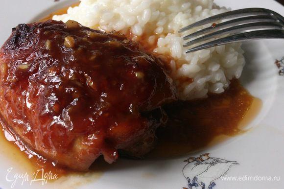 Это время можно использовать для приготовления гарнира и салатика. Нам эти бедрышки очень понравились с рисом.