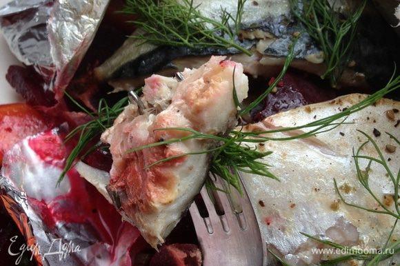 Нежная, сочная, тающая во рту скумбрия на вкуснейшей подушке из овощей с плавленной моцареллой , пропитанной выделившимся во время запекания овощным соком, послужит вам прекрасным обедом или ужином. Угощайтесь!!!!