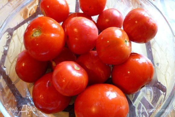 Расчет на 1 литровую банку. Подготовим помидоры, выбрать самые спелые и помыть.