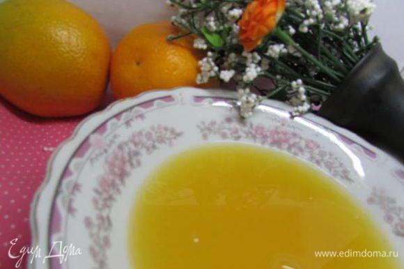 Смешать воду, апельсиновый сок. Добавить сахар и агар. Дать постоять некоторое время.