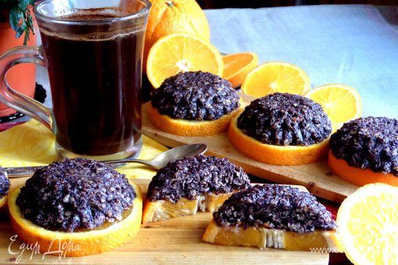Вот так мы его кушали,закусывая апельсиновой долькой))) Угощайтесь и Вы,друзья!!!!!