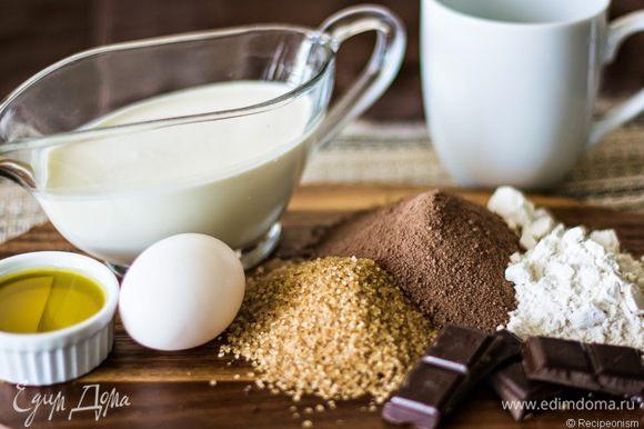 Если готовите для себя, можно добавить чайную ложку растворимого кофе. А шоколад возьмите тёмный.