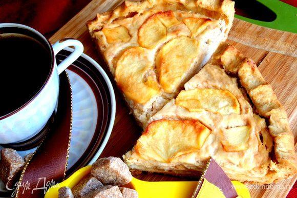 Если с вечера его приготовить,то утром к чаю вся семья позавтракает таким вкусным пирогом)))