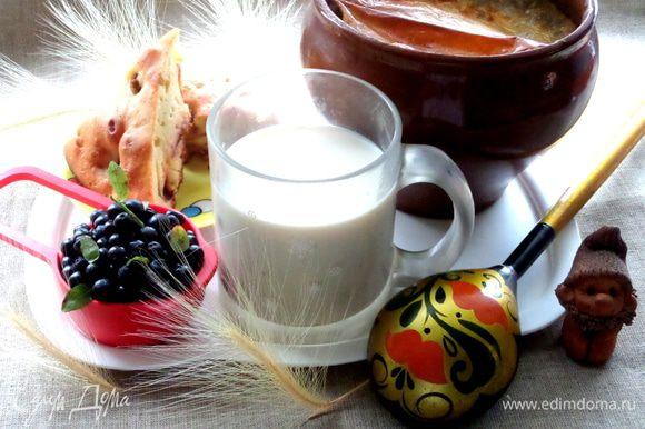 Вы ещё не пробовали томить молоко? Тогда мы идём к Вам))) На заднем плане моя шарлотка с нектаринами: http://www.edimdoma.ru/retsepty/68085-sharlotka-s-nektarinami