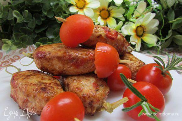 Подавать с салатным миксом или помидорами черри, сбрызнутыми уксусом и маслом. Приятного аппетита!