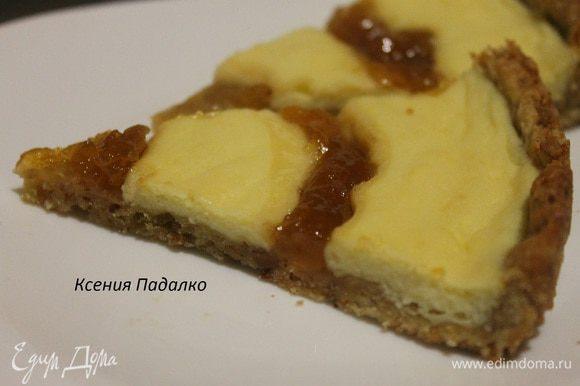 Даем пирогу остыть до теплого состояния, а потом снимаем кольцо и переносим пирог на блюдо. Приятного аппетита!!!