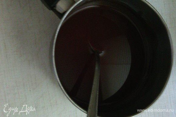 Какао порошок развести в половине подготовленной воды, довести до кипения, добавить очень мелко размолотый кофе, патоку и перемешать. Остудить до комнатной температуры. (Если у вас нет патоки, ее можно заменить 2 ст.л. коричневого сахара, который вместе с 1 ст.л. жидкого меда прогревается на маленьком огне или на водяной бане до полного растворения сахара. Или можно заменить просто на 3 ст.л. меда)