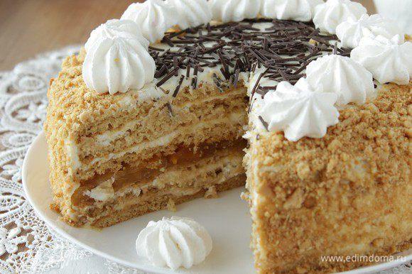 И наконец, четвёртый корж немного пропитать сиропом, оставшимся кремом обмазать весь торт. Украсить по желанию.Убрать в холодильник на несколько часов.