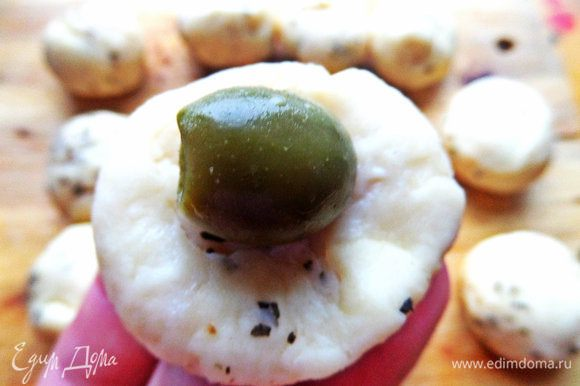 Или с зелёной оливкой.