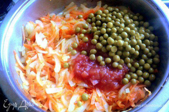 Лук порезать четверть кольцами, морковь натереть. Пассировать лук и морковь на растительном масле до мягкости. В конце добавить кетчуп (у меня домашний), добавить зеленый горошек (замороженный или консервированный), посолить, поперчить и добавить кориандр по вкусу.