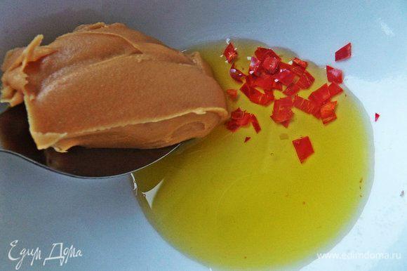 Добавим арахисовую пасту. Если Вам мало сладости от фруктов,добавьте мёд!