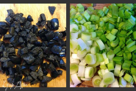 Маслины и зелень мелко порезать.