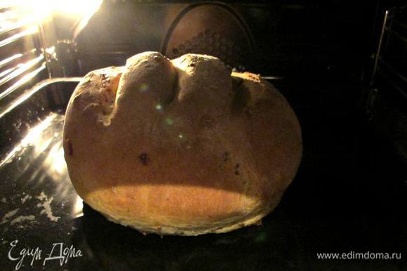 Включаем духовку на 50-70 градусов и ставим наш каравай на 30 минут. Затем включаем духовку на 180-200 градусов и выпекаем до готовности около 30-40 минут. Невероятный аромат из духовки подскажет вам, что хлеб готов.