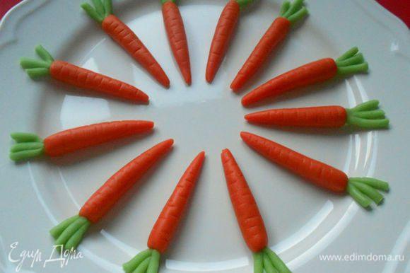 Всё!))) Можно украшать кекс! Сегодня я решила сделать морковки с хвостиками.)))