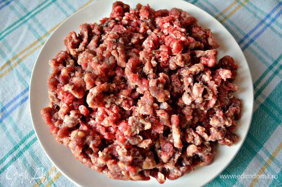 Подготовьте мясной фарш (у меня свинина + говядина).