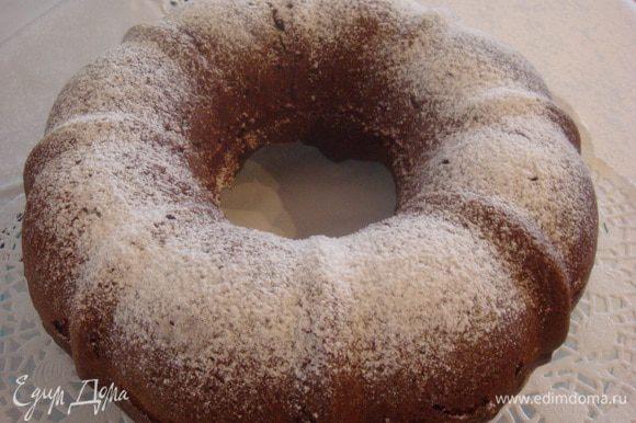 Готовый кекс присыпать сахарной пудрой или можно полить растопленным шоколадом. Приятного аппетита!