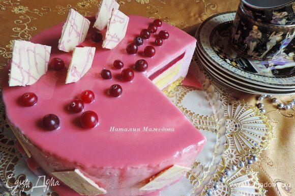 Отрезав первый кусочек, вы сможете сперва насладится внутренней красотой торта;)