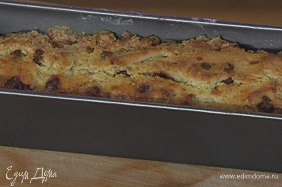 Выпекать хлеб в разогретой духовке 30–35 минут.