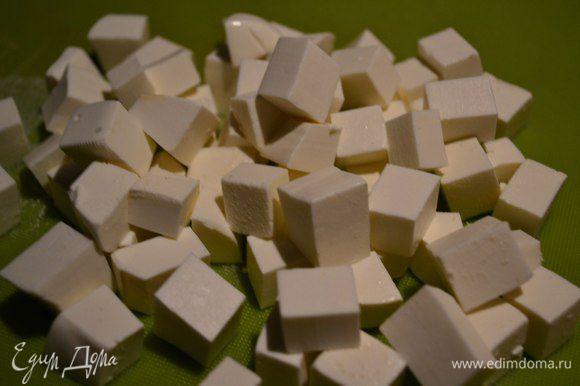 Нарезаем кубиками.