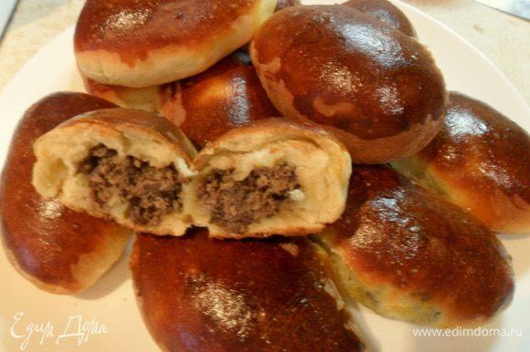 А можно с этой начинкой пирожки испечь, тесто приготовить в хлебопечке по рецепту Ириши http://www.edimdoma.ru/retsepty/71549-pirozhki-duhovye-s-tuntsom и пожалуйста, угощайтесь печенными. Приятного аппетита!