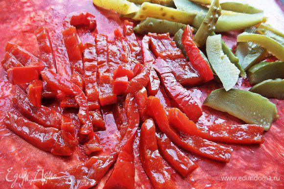 Перцы-соломкой. Перцы домашние, вот из данного рецепта http://www.edimdoma.ru/retsepty/59946-marinovannyy-perets