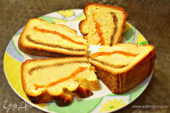 А здесь я хочу показать пирог, уже полностью остывший, нарезанный на кусочки к утреннему кофе.