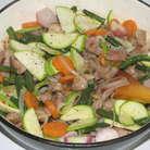 Положить в сковороду отварные овощи, а также нарезанный тонким ломтиками кабачок, добавить мед, посолить, поперчить и жарить еще 5 минут. Мелко нарезать укроп и посыпать готовое блюдо.