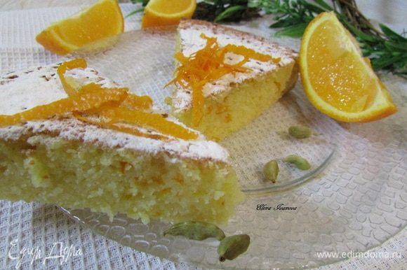 Готовый пирог остудить на решетке. Присыпать сахарной пудрой. Приятного аппетита!