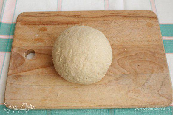 Замешиваем тесто в течение 5-7 минут.