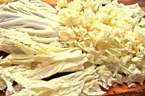 Пекинскую капусту промыть,порубить.