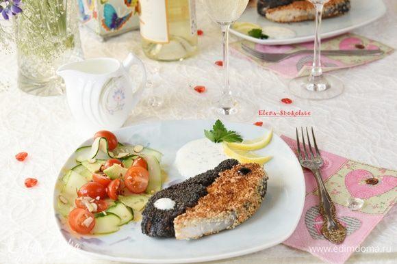Угощайтесь, сочная рыбка в хрустящей маковой и кунжутной корочке готова!