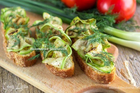 Подавать, как самостоятельное блюдо, гарнир к рыбе и мясу, либо использовать для приготовления брускетты.