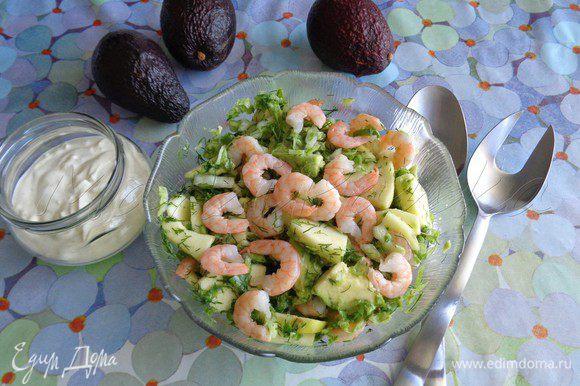 Заправьте салат непосредственно перед подачей.