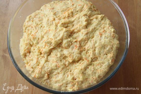 Оставить тесто в миске, закрыв пищевой плёнкой, на подъём на 1,5-2 часа.