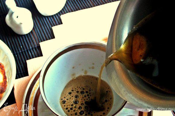 Разлить по чашечкам (мои были ёмкостью по 100 мл) или в одну большую чашку.