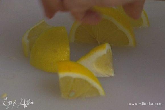 Из четвертинки лимона выжать 1 ч. ложку сока.