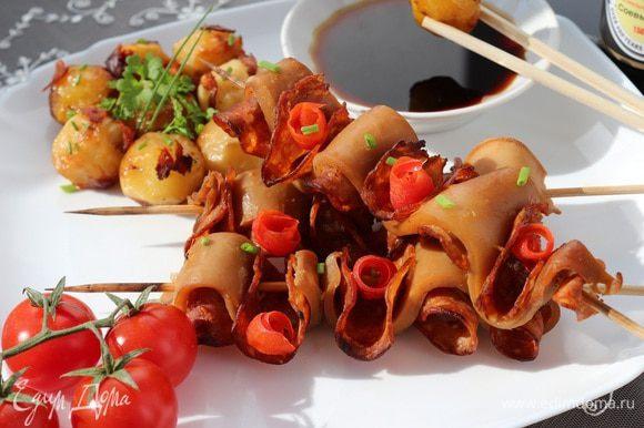 Подавать горячим вместе с картофелем. Это блюдо очень хорошо дополнят томаты. Приятного аппетита!