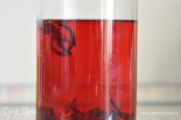 Получается напиток красивого рубинового цвета.