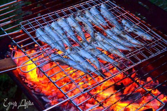 Аромат восхитительный! Пряный, аппетитный! Рыбу нельзя пересушить, проверяйте ее на готовность ножом.