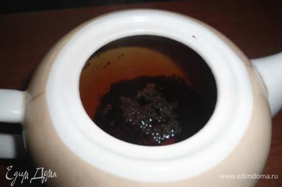 Завариваем свой любимый черный чай. Берем 1 чайную ложку заварки на 250 мл воды, кладем палочку корицы и настаиваем около 5-7 минут, процеживаем.