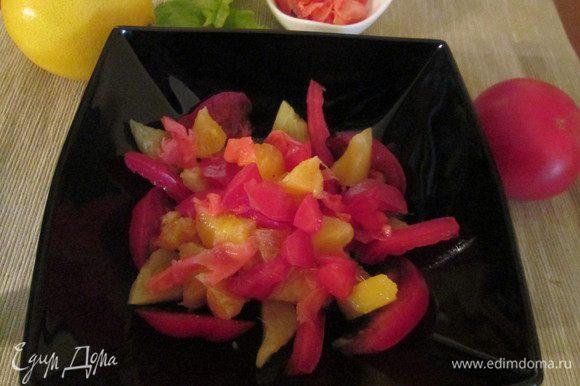 Когда имбирь будет готов можно приниматься за приготовление салата. Нарезаем все фрукты произвольной формы, перемешиваем их. Добавляем маринованный имбирь. Для соуса: смешиваем лимонный сок, сливки, соль и сахар (по желанию).